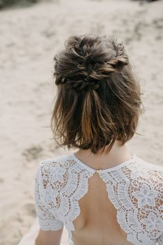 Short textured half up, half down hairstyle by MUBYLEIGH. Photo courtesy of Sarah Longworth Photography. Short textured half up, half down hairstyle by MUBYLEIGH. Photo courtesy of Sarah Longworth Photography. Wedding Hair Down, Wedding Hair And Makeup, Boho Wedding, Wedding Ideas, Half Up Half Down Short Hair, Short Wavy Hair, Bride Short Hair, Bridesmaid Hair Half Up Short, Short Hair Twist
