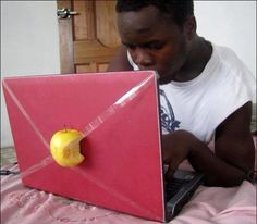 Apple, c'est juste une pomme croquée.