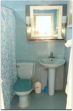 Detalle del baño. Cuba, Sink, Mirror, Bathroom, Frame, Furniture, Home Decor, Sink Tops, Washroom