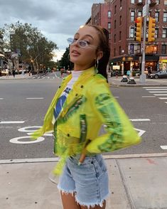 This post is all about the best street-style looks from NY Fashion Week SS It's that time of the year… Fashion month! Last week NY Fashion week kicked off and I am so excited abou… Trendy Outfits, Fall Outfits, Summer Outfits, Cute Outfits, Tumbrl Girls, Streetwear, Emma Style, Emma Chamberlain, Ny Fashion Week