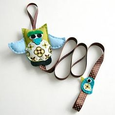 I thought it was a dog leash, but it is a hair clip holder. Owls are everywhere!