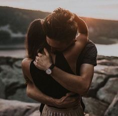 Everyone else desires to as happy as they possibly can be with their partner. Check out these 40 things couples can do to build and maintain a happier and healthiest relationship. Photo Couple, Love Couple, Couple Shoot, Couple Goals, Couple Beach, Beautiful Couple, Cute Couples Goals, Couples In Love, Same Height Couples