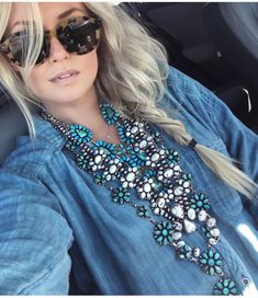 Turquoise Jewelry Outfit ♢↠↞↠ When you look sketch at the Calexico checkpoint wearing 5 squash blossoms… - 90s Fashion, Boho Fashion, Fashion Outfits, Country Outfits, Western Outfits, Western Chic, Western Wear, Gypsy Style, Style Me