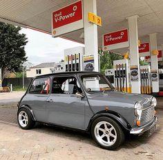 Shell V Power and Lightning Mini! Mini Cooper Classic, Classic Mini, Classic Cars, Mini Clubman, Mini Coopers, My Dream Car, Dream Cars, Austin Mini, Mini Morris