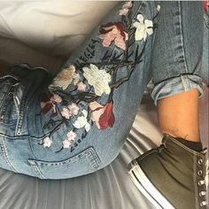 Stickerei Blumen Retro Hohe Taille Loose Pull Edge Straight Jeans Source by Painted Jeans, Painted Clothes, Casual Outfits, Cute Outfits, Fashion Outfits, 90s Fashion, Casual Clothes, Fashion Weeks, Pretty Outfits