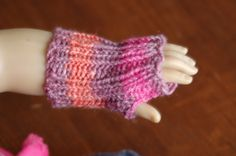 """Free pattern knit fingerless gloves american girl doll 18"""" doll (i used bernat baby and size 3 dpn)"""