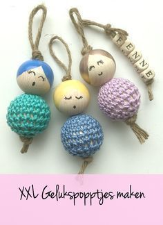 Making lucky dolls - DIY Making lucky dolls with wooden beads, nail polish and crochet yarn - Crochet Diy, Thread Crochet, Homemade Gifts, Diy Gifts, Crochet Projects, Craft Projects, Diy And Crafts, Crafts For Kids, Crochet Keychain