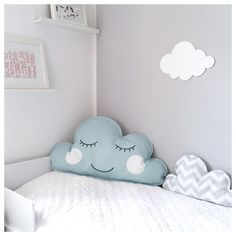 Kissen - Wolkenkissen XXL mit Gesicht - hellblau/weiß - ein Designerstück von minouminou-shop bei DaWanda