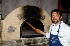 Holzofen mit Stein zum Brotbacken Südtirol