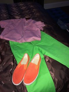 Bright shirts, bright shorts, bright shoes