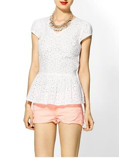 Peplum top and pink shorts Clothing Haul, White Fashion, Passion For Fashion, Dress To Impress, Beautiful Outfits, Clothes For Women, My Style, Womens Fashion, Casual