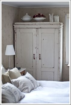 6 Graceful Hacks: Shabby Chic Desk Old Doors shabby chic living room small.Shabby Chic Sofa Home Tours. Shabby Chic Mode, Shabby Chic Vintage, Shabby Chic Living Room, Shabby Chic Interiors, Shabby Chic Bedrooms, Shabby Chic Style, Shabby Chic Furniture, Furniture Vintage, Shabby Chic Wardrobe