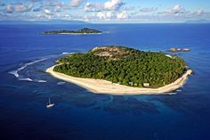 Viaje de Novios a Seychelles: Qué ver en las Isla de Mahé.  La Reserva Natural de la Isla de Cousin, una pequeña isla granítica completamente protegida, incluyendo el coral que la rodea.  #ViajeDeNovios #LunaDeMiel #playa #relax