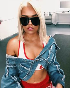 Karol G Sunglasses Cute Concert Outfits, Cute Outfits, Cute Pictures To Draw, Latino Girls, Hair Vanity, G Hair, Outfits Mujer, Becky G, Sunglasses Women