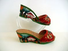 Fabulous Tiki Time Vintage 1940s Hand Carved Painted Wood Platform Shoes. #vintage #1940s #shoes #tiki