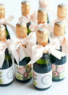 68 Trendy Ideas For Wedding Bridal Party Gifts Champagne Bottles Creative Wedding Favors, Wedding Gifts For Guests, Unique Wedding Favors, Trendy Wedding, Luxury Wedding, Wedding Reception, Dream Wedding, Wedding Balloon Decorations, Wedding Balloons
