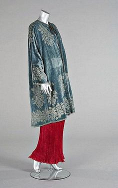 A fine Mariano Fortuny stencilled velvet jacket, early 20th century