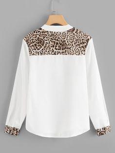 Blouse Sheer V-neck Leopard Panel-Spanish SheIn (Sheinside) – Leila Aparecida Amaral Nobrega – Join the world of pin Casual Dresses, Casual Outfits, Fashion Dresses, Blouse Styles, Blouse Designs, Gingham Shirt, Purple Fashion, V Neck Blouse, Mode Inspiration