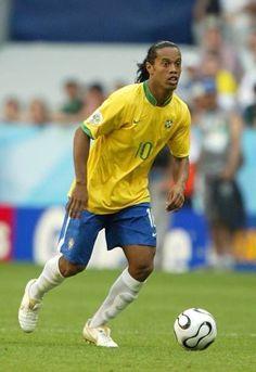 Brazil Football Team, Ronaldo Football, Football Is Life, Football Soccer, Ronaldo Photos, Neymar Brazil, Fifa, Soccer Poster, Football Photos