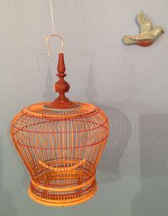 oiseau de plâtre échappé d'une cage 3D