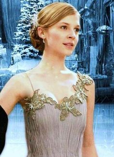 harry potter and the deathly hallows harry Harry Potter Fleur Delacour, Harry Potter Girl, Harry Potter Characters, Harry Potter Experience, Clemence Poesy, Yule Ball, Harry Potter Universal, Deathly Hallows, Hogwarts