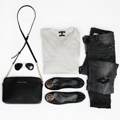 """""""Today's details btw. I have never thought I could wear ripped jeans  #jeans #hm ▫️ #sweater #massimodutti ▫️ #bag #michaelkors ▫️ #glasses #rayban…"""""""