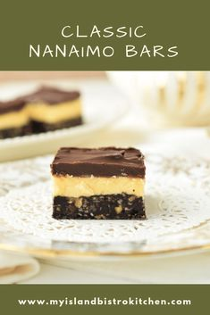 Classic Nanaimo Bars - My Island Bistro Kitchen No Bake Treats, No Bake Desserts, Dessert Recipes, Dessert Dishes, Cookie Desserts, Baking Recipes, Cookie Recipes, Chocolate Graham Crackers, Chocolate Topping