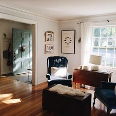 Living room home decor house decoration small spaces mis century modern vin Up House, House Rooms, Cozy House, My Living Room, Home And Living, Living Room Decor, Small Living, Modern Living, H Design