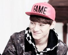 Chen trying to keep up a cool image but instead laughing out loud. <3
