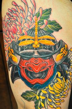 Samurai Helmet and Kiku Helmet Tattoo, Samurai Helmet, Traditional Tattoos, Watercolor Tattoo, Tattoo Old School, Traditional Ink, Traditional Tattoo, Water Color Tattoos