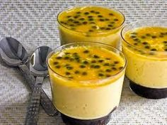 mousse low carb com gelatina Passion Fruit Mousse, Cooking Recipes, Healthy Recipes, Portuguese Recipes, Mini Desserts, Tasty Dishes, Love Food, Food Print, Panna Cotta