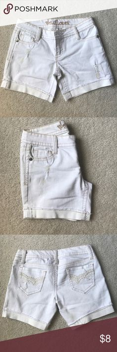 Wallflower white shorts. Great fit and nice length. The design on the shorts are golden with a few added rips to give it style. Barely worn. Wallflower Shorts