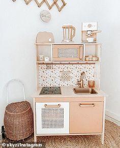 Ikea Kids Kitchen, Diy Play Kitchen, Wooden Kitchen, Kitchen Decor, Kitchen Design, Play Kitchens, Kitchen Taps, Montessori Ikea, Playroom Design