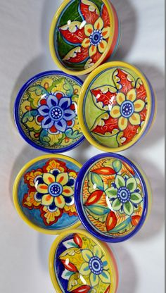 Hand painted in Deruta, Italy by local artisans who have been making ceramics by hand for many generations. #Decor #GiftIdea #Homedecor #decorative #decorativeglass #ItalianGfts