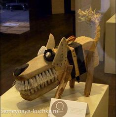 Wacky recycled object dog…can't tell who mad… Wood Crafts, Diy And Crafts, Arts And Crafts, Kids Crafts, Found Object Art, Found Art, Assemblage Art, Driftwood Art, Wood Sculpture