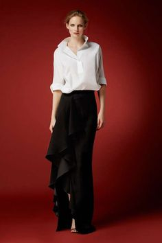"CH Carolina Herrera Collection A beautiful skirt and top: The perfect at-home ""hostess"" look for New Year's Eve! White Fashion, Urban Fashion, Love Fashion, Fashion Design, Ch Carolina Herrera, Carolina Herrera Dresses, Look 2018, Estilo Fashion, Party Looks"