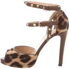 Pre-owned Valentino Rockstud-Embellished Sandals (430 CAD) ❤ liked on Polyvore featuring shoes, sandals, animal print, leopard print sandals, leopard sandals, buckle shoes, studded sandals and brown sandals