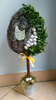 Wielkanocne drzewko Easter Wreaths, Christmas Wreaths, Christmas Decorations, Holiday Decor, Diwali Craft, Diy Wreath, Christmas Projects, Easter Crafts, Happy Easter