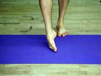 Foot & Ankle stretches for hubby's foot Ankle Rehab Exercises, Ankle Stretches, Stretching Exercises, Health And Wellness, Health Fitness, Short Workouts, Sprain, Crps, Athletic Training
