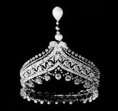 """Tiara of Esther, Marquise de Païva Esther Lachmann, known as """"La Païva"""" was One of the most famous courtesans of century Paris. Her home, a neo-renaissance mansion on the Champs Elysées is now a private club which hosts many Franco-American functions. Royal Crown Jewels, Royal Crowns, Royal Tiaras, Royal Jewelry, Tiaras And Crowns, Fine Jewelry, Family Jewels, Circlet, Hair Ornaments"""