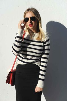 A slimming black and white striped sweater that fits like a glove without compromising comfort. Striped Top Outfit, White Sweater Outfit, Sweater Outfits, White Outfits, Cool Outfits, Fashion Outfits, Black And White Tops, Black White Stripes, Fashion 2020