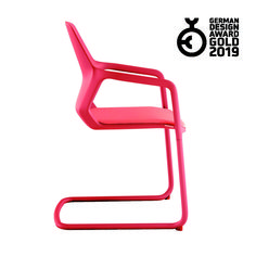 Wilkhahn's classy Metrik cantilever chair is impressive for its consistent design and sculptural look. It's now been presented with the German Design Award top gold accolade. Cantilever Chair, Miyagi, Design Awards, Furniture Design, German, Design Inspiration, Gold, Chair, Deutsch