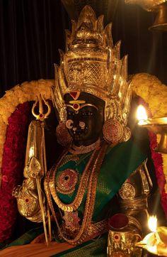 Indian Goddess, Goddess Lakshmi, Krishna Flute, Siya Ke Ram, Hindu Statues, Ganesh Wallpaper, Shiva Shakti, God Pictures, Temple Jewellery