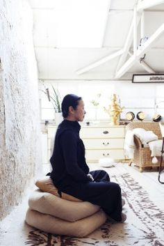 Yuriko Takagi – Photographer at her Studio in Tokyo « the selby (love the light burlap pillows) Meditation Pillow, Meditation Rooms, Daily Meditation, Big Cushions, Floor Cushions, Burlap Pillows, Owl Pillows, Decorative Pillows, Japanese Aesthetic