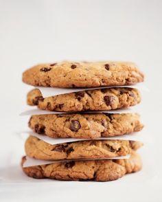 Para quem ama os tais biscoitinhos americanos, eis a receita na versão vegan.  Ingredientes: 2 xícaras (de chá) de farinha de trigo  2...