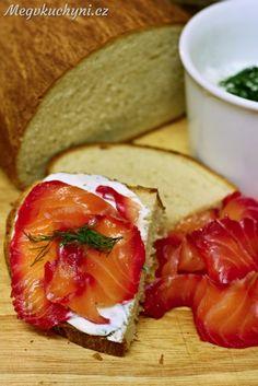 Losos marinovaný v červené řepě Caprese Salad, Bruschetta, Fish Recipes, Camembert Cheese, Meals, Ethnic Recipes, Meal, Yemek, Insalata Caprese