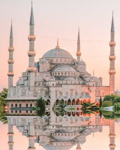 11 Best Things To Do In Istanbul, Turkey Istanbul + Moscow + St P. Beste Aktivitäten in Istanbul Beautiful Places To Travel, Cool Places To Visit, Places To Go, Capadocia, Perfect Road Trip, Istanbul Travel, Istanbul Hotels, Istanbul City, Beautiful Mosques