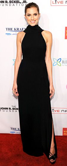 """Allison Williams looked svelte and sleek in a floor-length, black Dior dress for Elton John AIDS Foundation's 12th Annual """"An Enduring Vision"""" Benefit."""