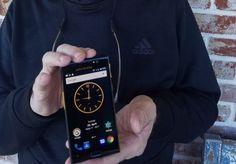"""John McAfee pracuje nad """"pierwszym prawdziwie prywatnym smartfonem"""""""
