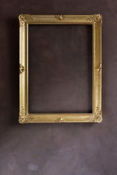 Cornice dorata.  #cornici #framed #frameshop #handmade #artigianatoitaliano #artigianale #artisanal #artisan #craftwork #gold #wood #woodcreations #woodworking #maker